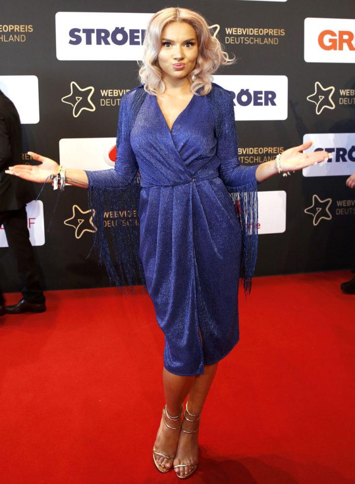 Shirin David auf dem Red Carpet bei der Verleihunng des Webvideopreis in Düsseldorf