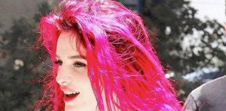 Bella Thorne hat die Haare pink