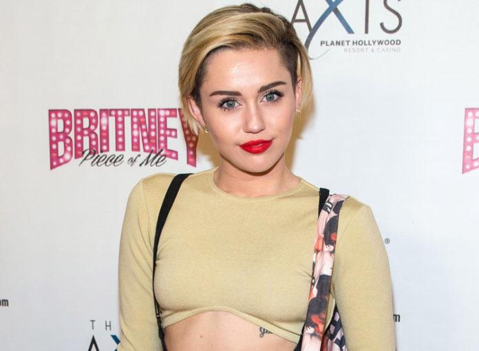 Miley Cyrus: Wrecking Ball Musikvideo ist ihr peinlich