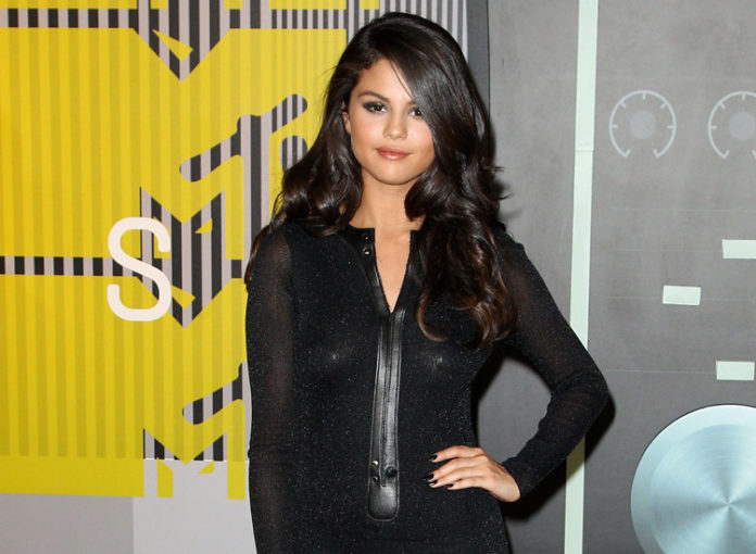 so sch n ist selena gomez neue villa starzip. Black Bedroom Furniture Sets. Home Design Ideas
