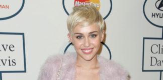 Miley Cyrus singt in einer U-Bahn-Station