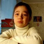 Alina vom Kanal Like TV Show weint, weil keiner zum Fantreffen kam