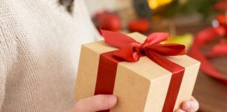 Geschenke einpacken: Mit diesem Hack klappts!