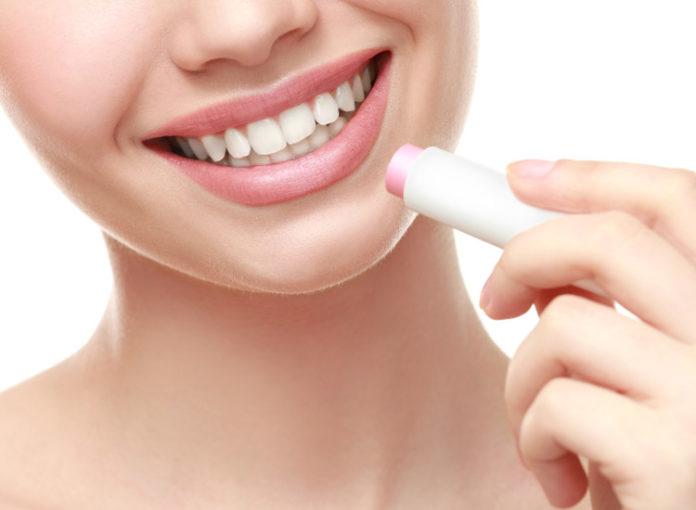 Öko-Test prüfte Lippenpflegestifte von Labello, Bebe und Co.