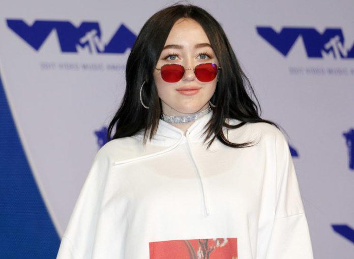 Verkauft Miley Cyrus Schwester Noah Cyrus ihre Tränen?