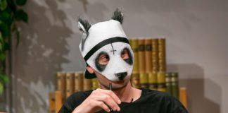 Cro zeigt sich nie ohne Maske in der Öffentlichkeit
