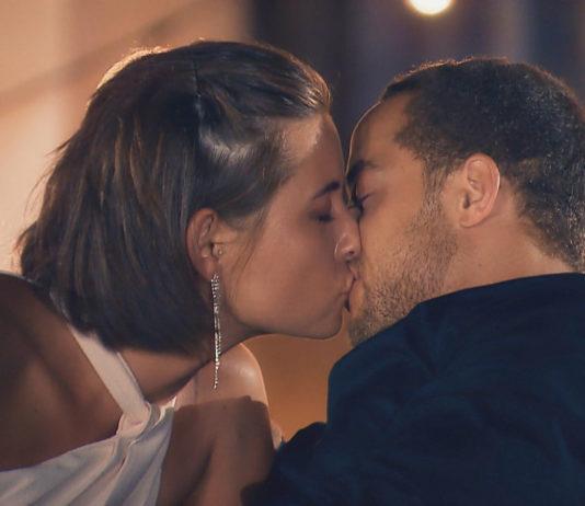 Bachelor 2019: Jenner Lange küsst Andrej Mangold / Foto: RTL TV Now