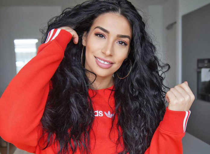 Lamiya Slimani bringt