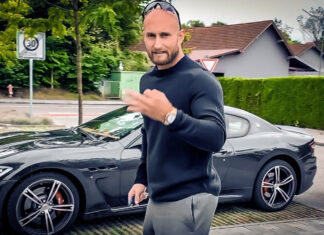 Karl Ess mit seinem Maserati