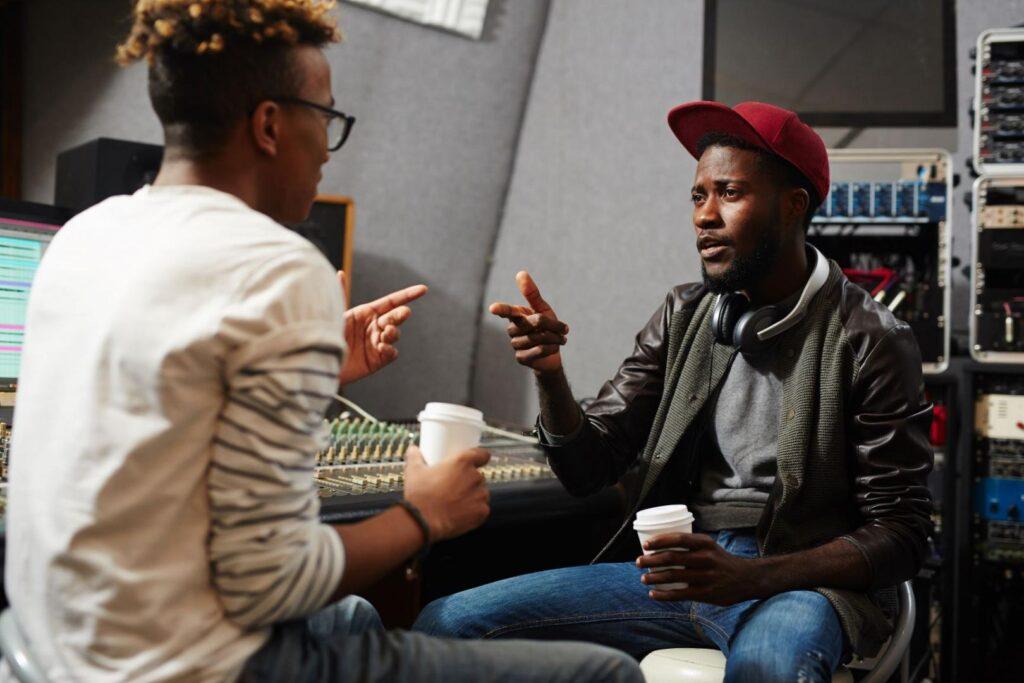 Oft werden Rapper zu Reportern und besuchen Kollegen dann beispielsweise ganz privat in deren Studio. Leidet der Journalismus darunter?