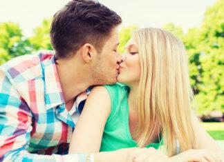 Sternzeichen: So wird 2020 für dich! liebe kuss teenager
