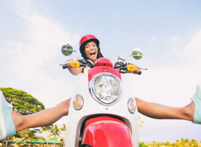 E-Motorroller darf man ab 16 Jahren mit passendem Führerschein fahren!