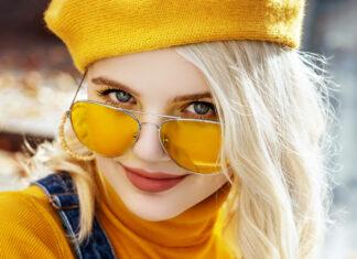 Sonnenbrillen mit farbigen Gläsern sind total angesagt